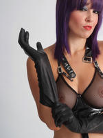 Preview Ladies in leather gloves - Sammi Jo is always looking sexy especially when she wears her hot leather gloves