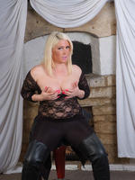 Curvy babe loves to show off her big tits and leather outfits