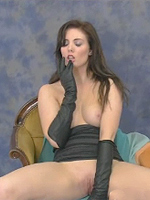 The beautiful and very sexy Louise puts on these opera length gloves